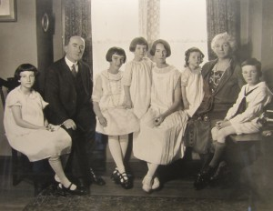 Jane, John Sr., Eileen, Virginia, Elizabeth, Sylvie, Sadie, John Jr. Mahan in their Connecticut home, c.1920s. Photo courtesy of Susan Twarog. Click for larger image.